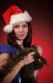 Garota de Natal no chapéu de Papai Noel — Fotografia Stock