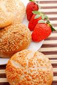 Frühstück mit erdbeere — Stockfoto