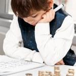 barn räknar pengar — Stockfoto