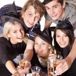 Grup genç parti üzerinde — Stok fotoğraf