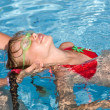 Child learn swim in swimming pool. - Foto Stock