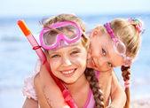 Dzieci bawiące się na plaży. — Zdjęcie stockowe
