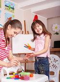 顔絵画と子供幼児. — ストック写真