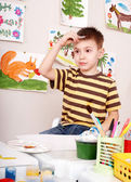 Child paints in art class. — Stock Photo