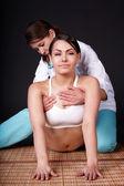 Garota tendo massagem tailandesa. — Foto Stock