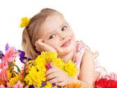 Lyckligt barn anläggning blommor. — Stockfoto