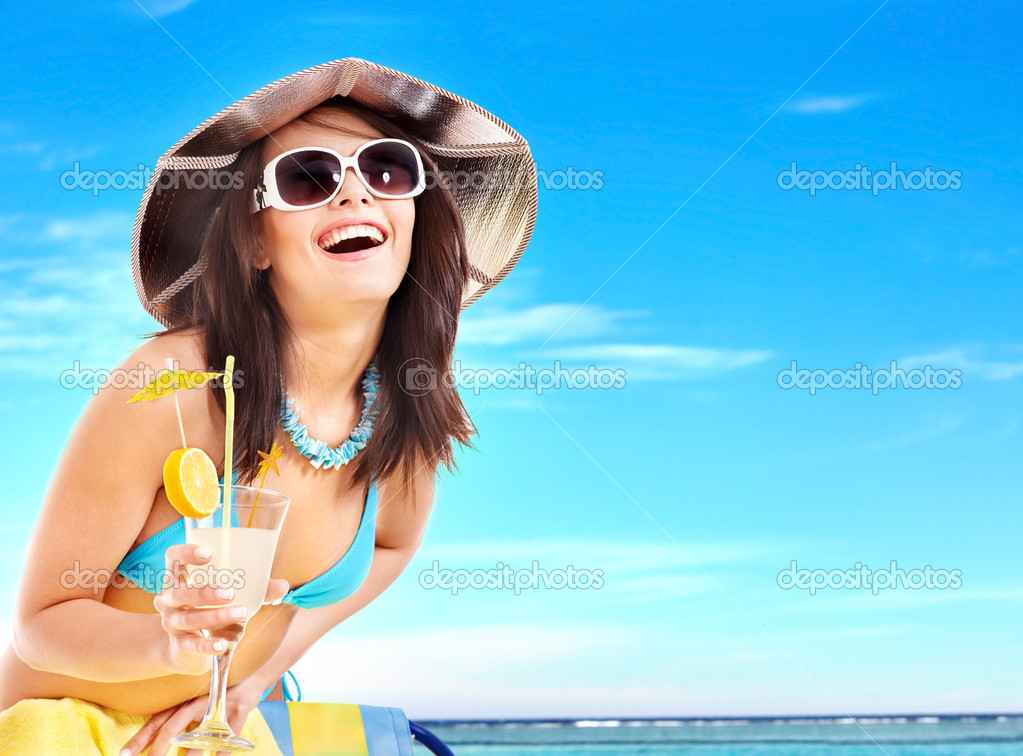 Girl in bikini drink juice through a straw. — Stock Photo #5187640