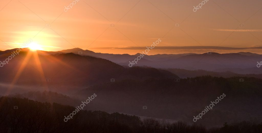 Sun rising over snowy mountains of Smokies in early spring with fog in valleys — Stock Photo #5194727