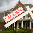 Foreclosure sign in front on modern house — Stock Photo