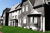 Czarny i biały dom — Zdjęcie stockowe