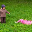 Boy and girl in park — Stock fotografie