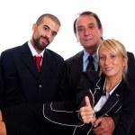 dwóch biznesmenów odebrać młoda kobieta — Zdjęcie stockowe