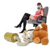 The girl with respirator and soft toy — Stock Photo