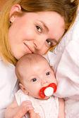 Madre bambino holding — Foto Stock