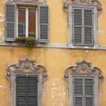 quattro finestre — Foto Stock