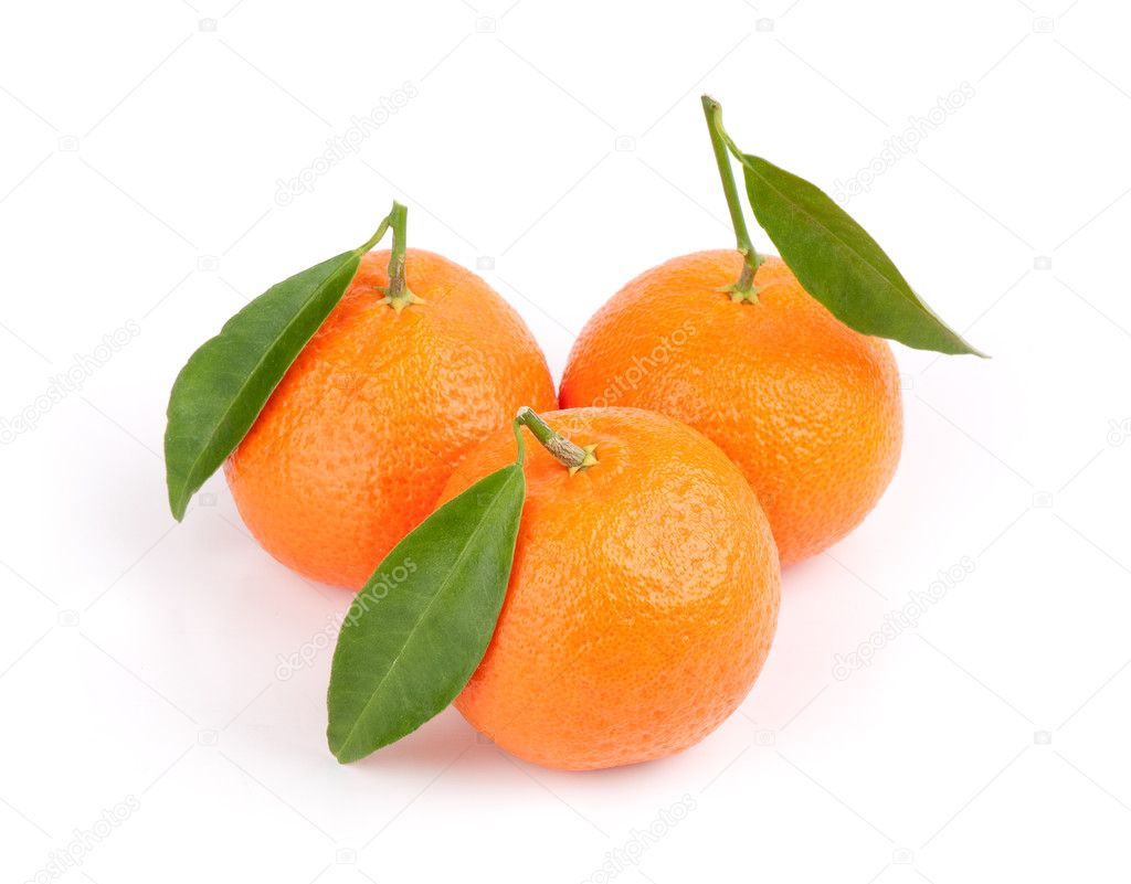 Three ripe tangerines with leafs. Isolated on white — Stock Photo #4549889