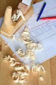 Cepillo de madera y papel cuadriculado — Foto de Stock