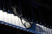 Eyeglasses On Piano — Stock Photo