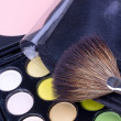 Foto Stock: Make-up brush on multicolour eyeshadows palette