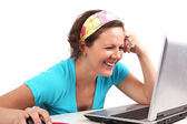 Smilling woman look at laptop — Стоковое фото