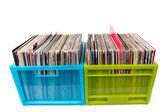 Discos de vinil em caixas plásticas, isolados no branco — Fotografia Stock