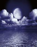 De maan in de zwarte lucht — Stockfoto