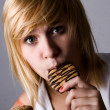 Woman eating chocolate chip cookies - Lizenzfreies Foto