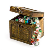 Wooden box with fashion beads — Stock Photo