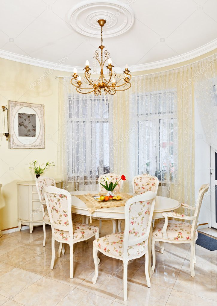 Interno sala da pranzo in stile classico nei colori beige - Colori sala da pranzo ...