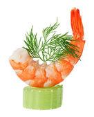 Canapé de camarón con la ramita de apio y eneldo — Foto de Stock