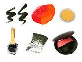 Campioni di prodotti cosmetici decorativi isolati su bianco. — Foto Stock