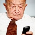Senior use mobile — Stock Photo