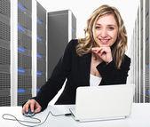 Servidor virtual 3d y mujer — Foto de Stock