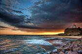 Маяк и океан Сансет — Стоковое фото