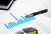 Tabelas e gráficos financeiros — Foto Stock