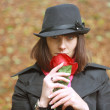 Foto Stock: Girl in hat with red rose