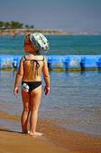 Mädchen auf dem strand — Stockfoto