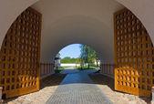 Tor im Kloster — Stockfoto