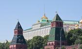 Moscow. Kreml.Kremlin Wall and the Grand Kremlin Palace — Stock Photo