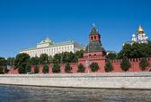 Moscow. Kremlevskaya Wall, the Kremlin Palace and Cathedrals — Stock Photo