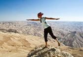Tourist in mountain of Jordan — Stock Photo