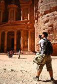 Tourist and Nabatean temple Petra, Jordan — Stock Photo