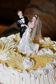 Cake with the bride and groom figures — Stock Photo