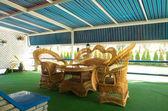 籐の椅子と屋外カフェ — ストック写真