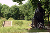 Statue of soldiers who died — Stock Photo
