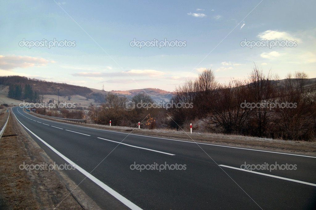 Freeway and the trees on the roadside — Stock Photo #4928105