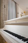 Interieur van het appartement met een piano — Stockfoto
