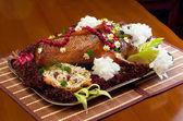 Prato com frango assado — Foto Stock