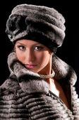Женщина в меховой шапке — Стоковое фото
