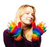 Güzel genç kadın renkli eldiven — Stok fotoğraf